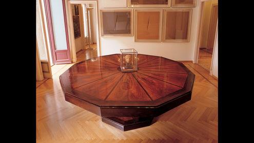 Стол для переговоров из массива дуба