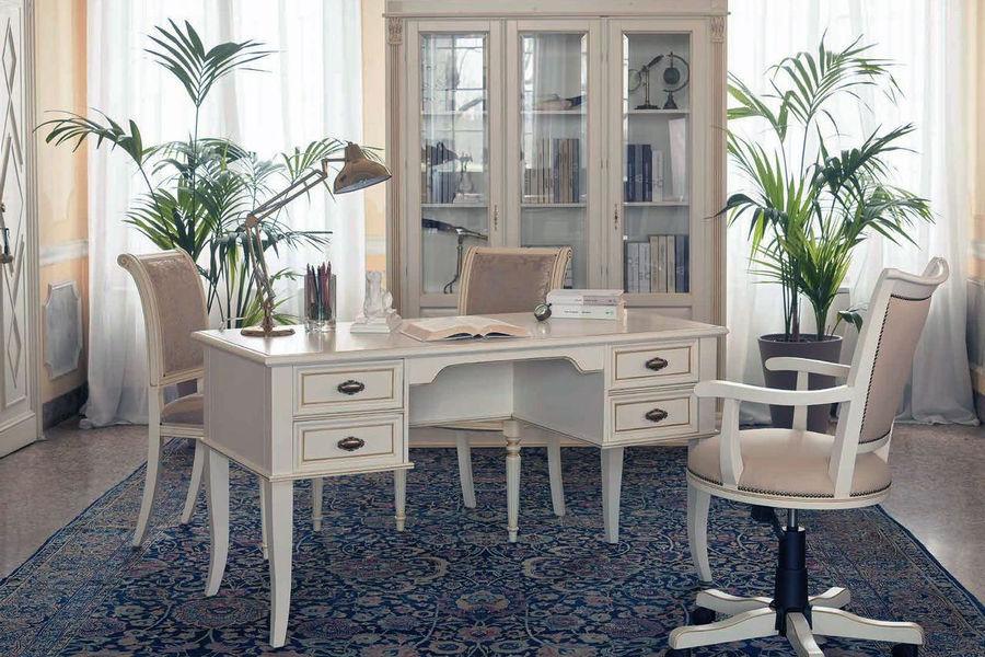 Пример мебели для кабинета выполненной в белом оформлении
