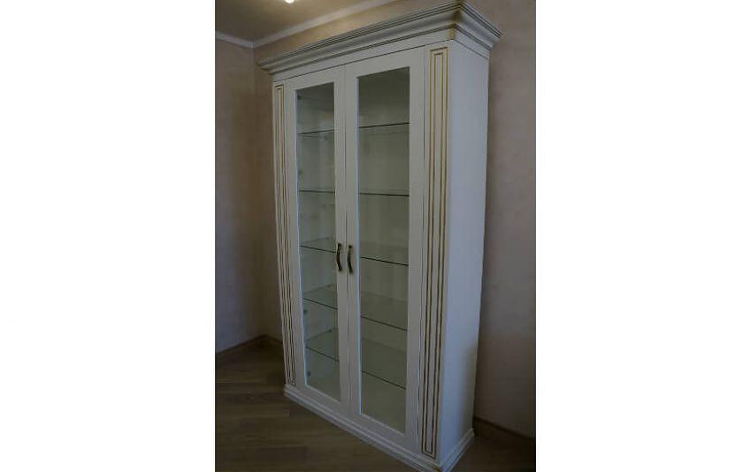 Шкафы с витринами
